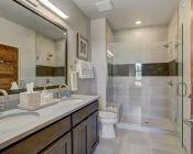 1080 Blue River Pkwy-large-014-017-Bathroom-1500x999-72dpi.jpg